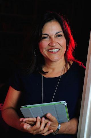 Dr. Yalda T Uhls, headshot, frontview, 2015
